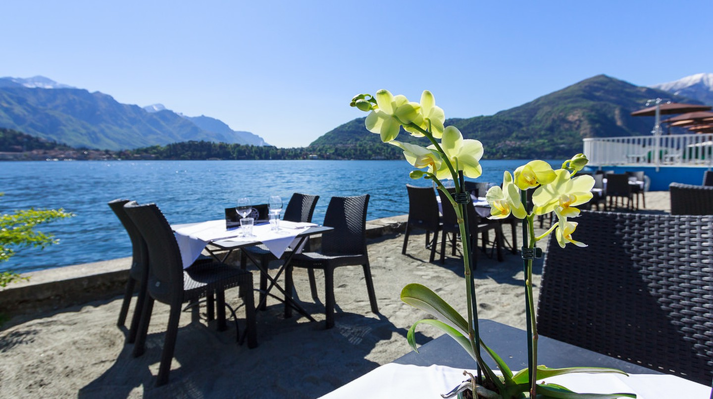 Restaurant on Lake Como © Shearing Holidays/Flickr