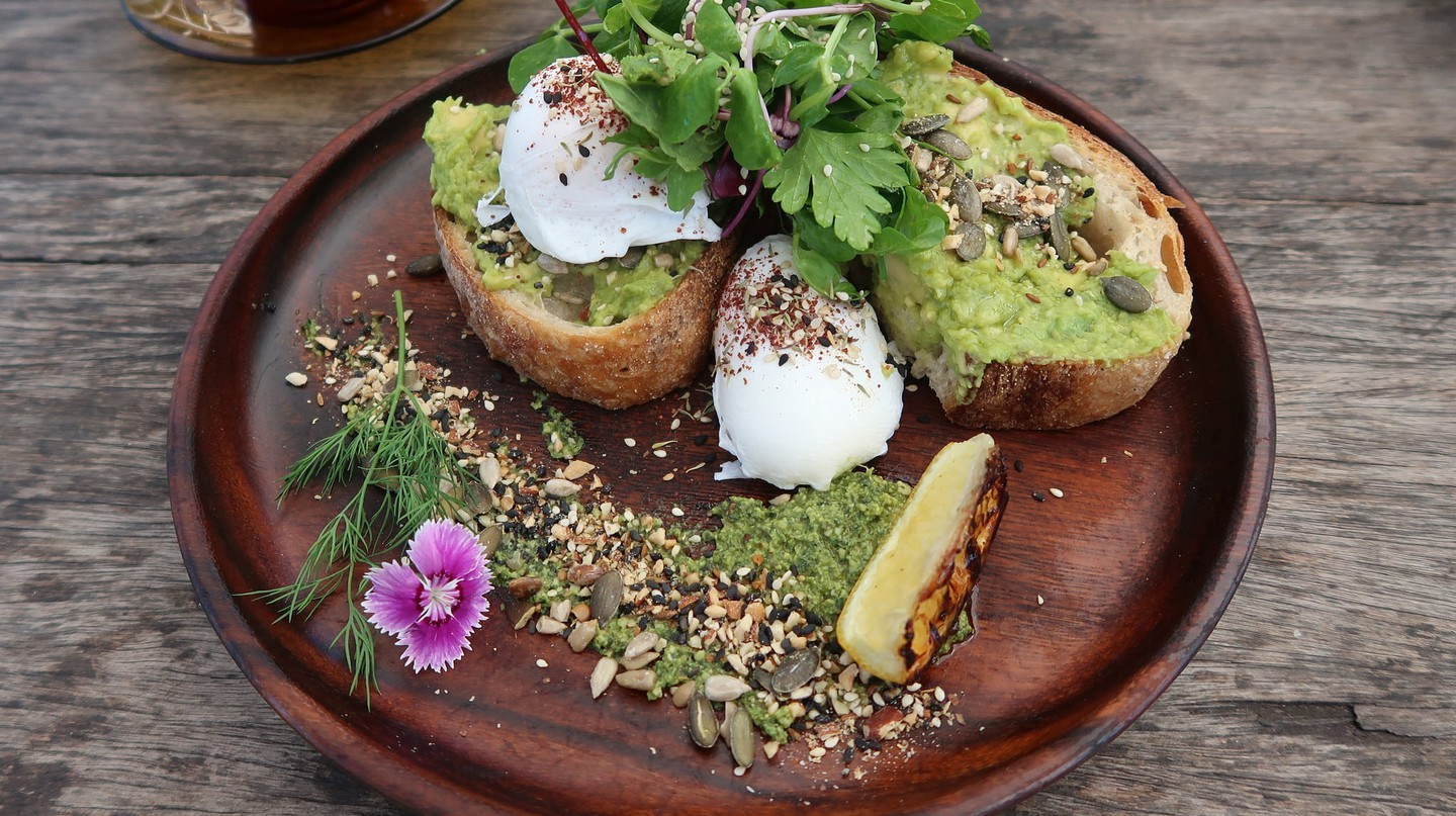 Avocado toast at Folk | © Bex Walton/Flickr