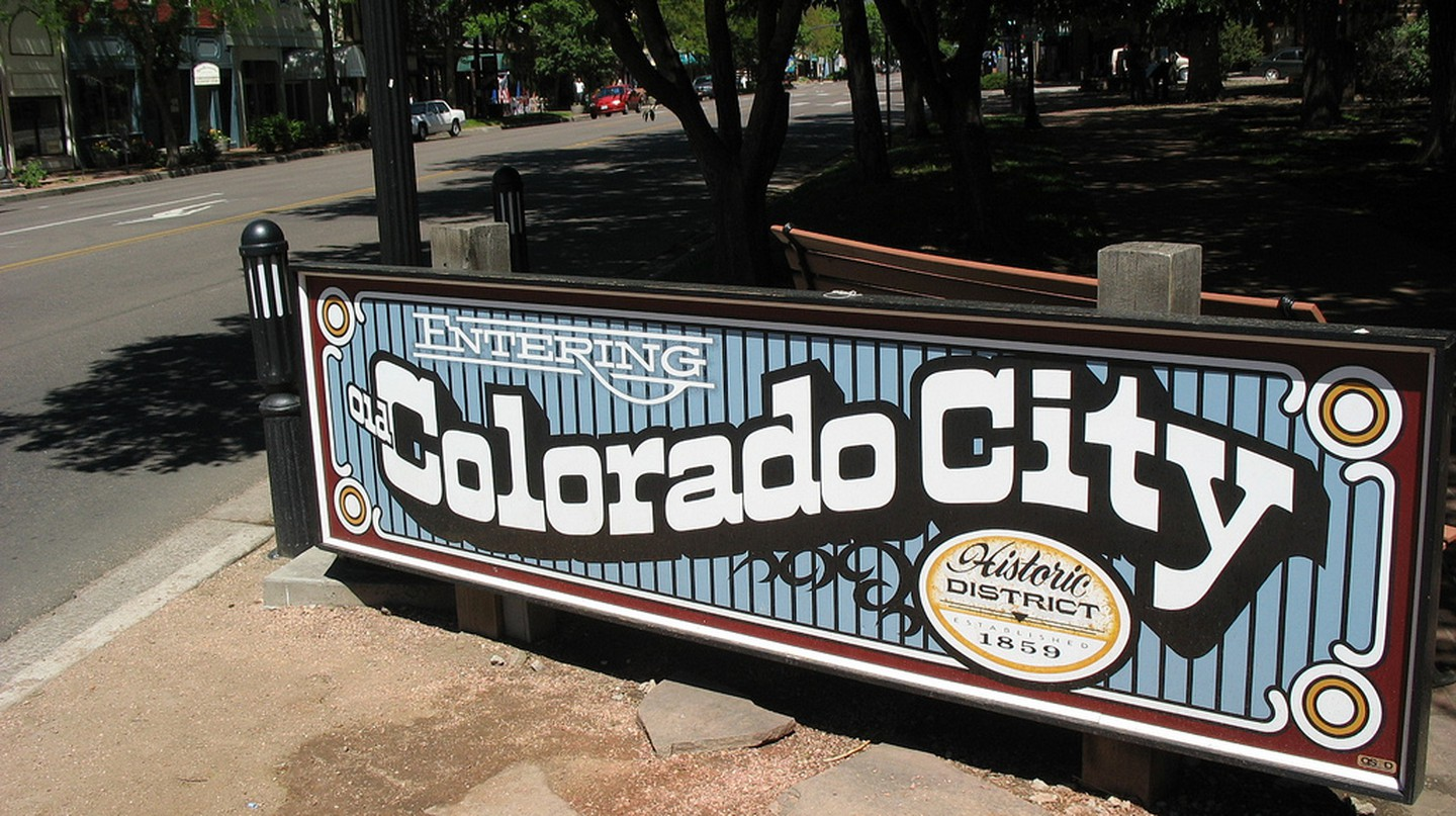 Entering Old Colorado City © teofilo/Flickr