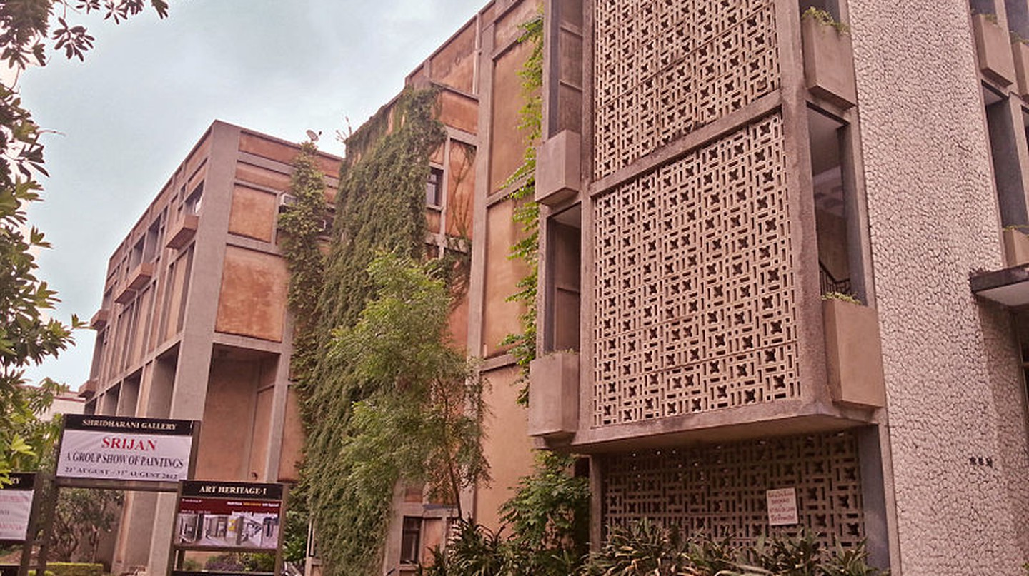 The Top Things To Do And See In New Delhi's Khan Market