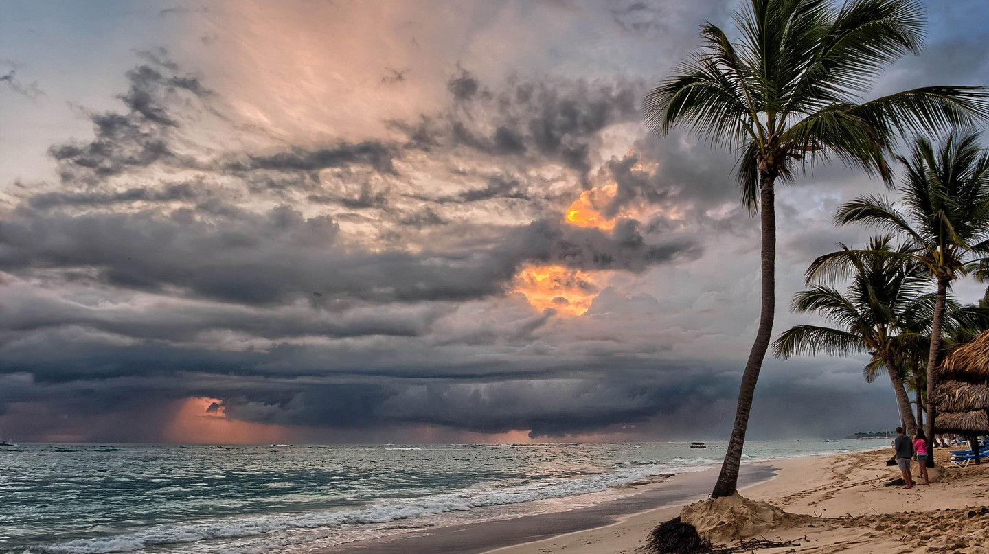 Sunrise storm coming | ©Joe deSousa/Flickr