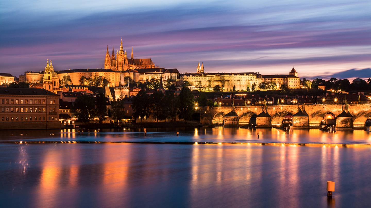 Prague at dusk | © Pavel Kinst / Shutterstock