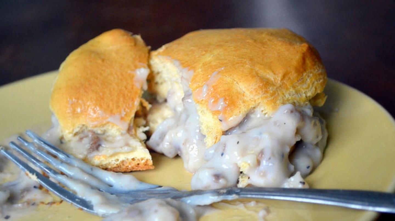Biscuits and gravy © Katie/Flickr
