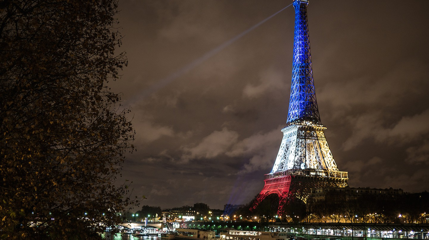 Eiffel Tower from Bir-Hakeim, in blue, white and red | © Yann Caradec/Flickr