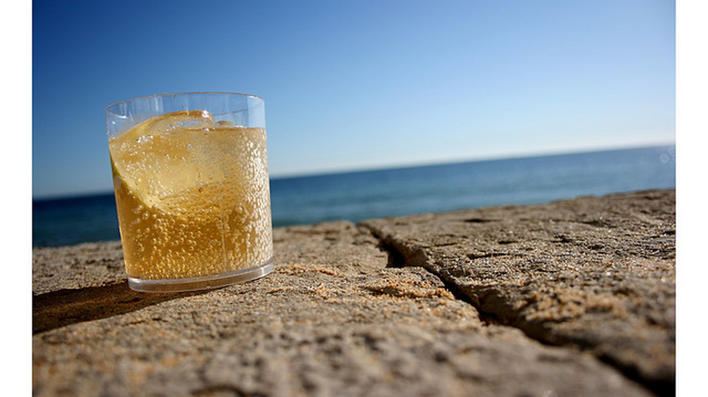 Drink by the beach © Surian Soosay/Flickr