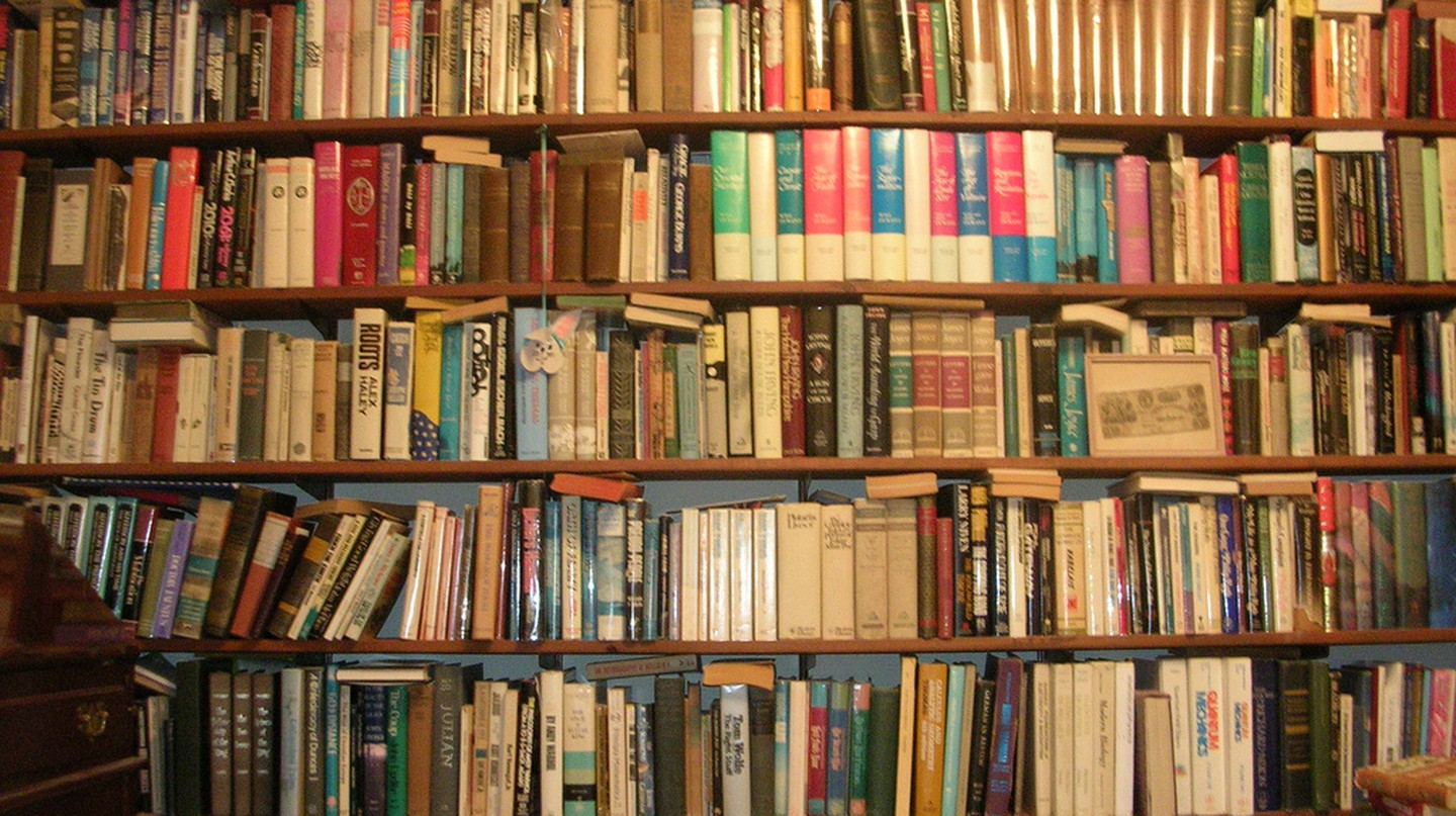 Wall of Books | © benuski/ Flickr