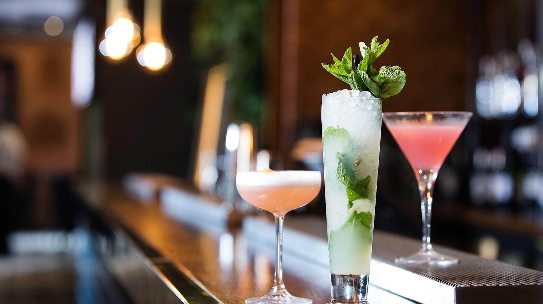 Pretty drinks on a bar | © Malmaison Hotels / Flickr