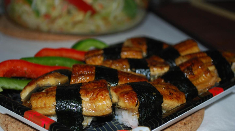 Unagi nigiri sushi – Suzuran – flash | © Alpha/Flickr