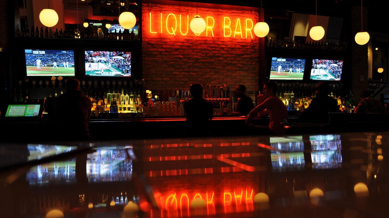 Liquor Bar in Kansas City  © Ian T. McFarland/Flickr