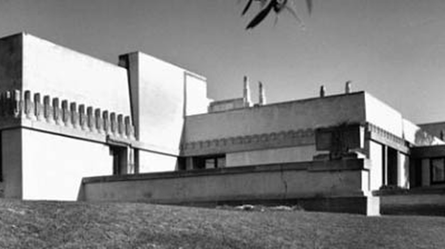 7 Things You Need To Know About Frank Lloyd Wright