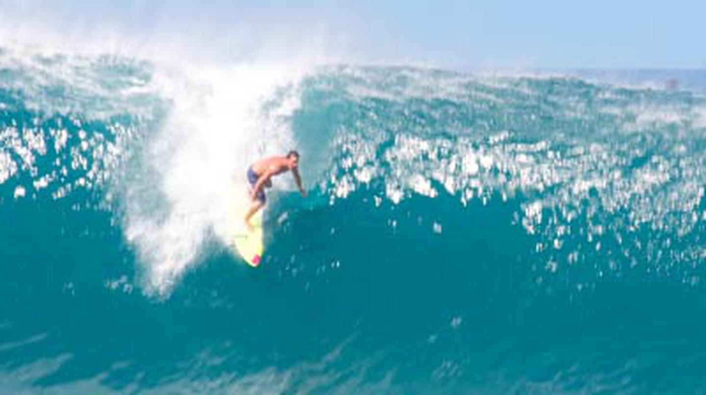 10 Best Surfing Destinations Around the Globe