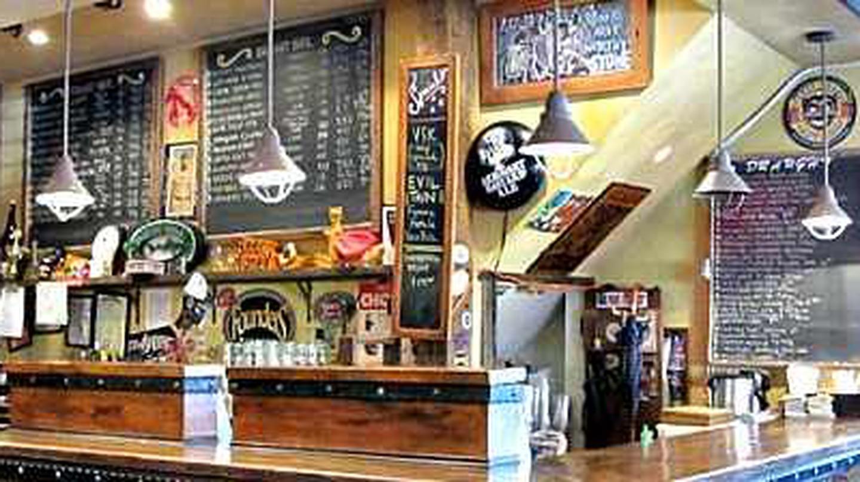 The 10 Best Craft Beer Bars In Manhattan, New York City