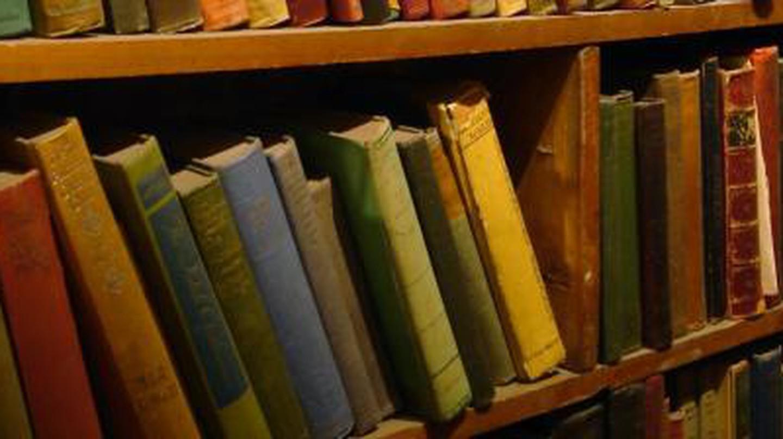 10 Book Gurus You Should Follow on Twitter