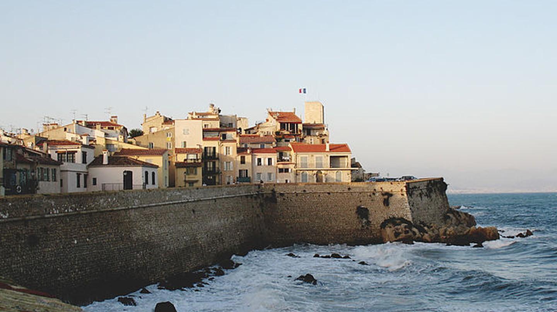 Bord de mer à Antibes, France © Gilbert Bochenek/WikiCommons