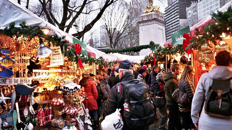 columbus circle holiday market | © Charley Lhasa/Flickr