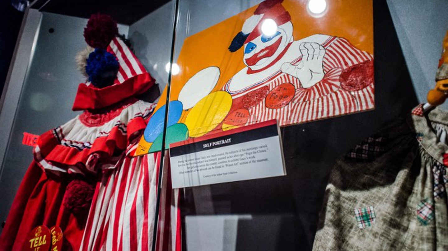 Gacy's 'Pogo the Clown' costume and self-portrait | © m01229/Flickr