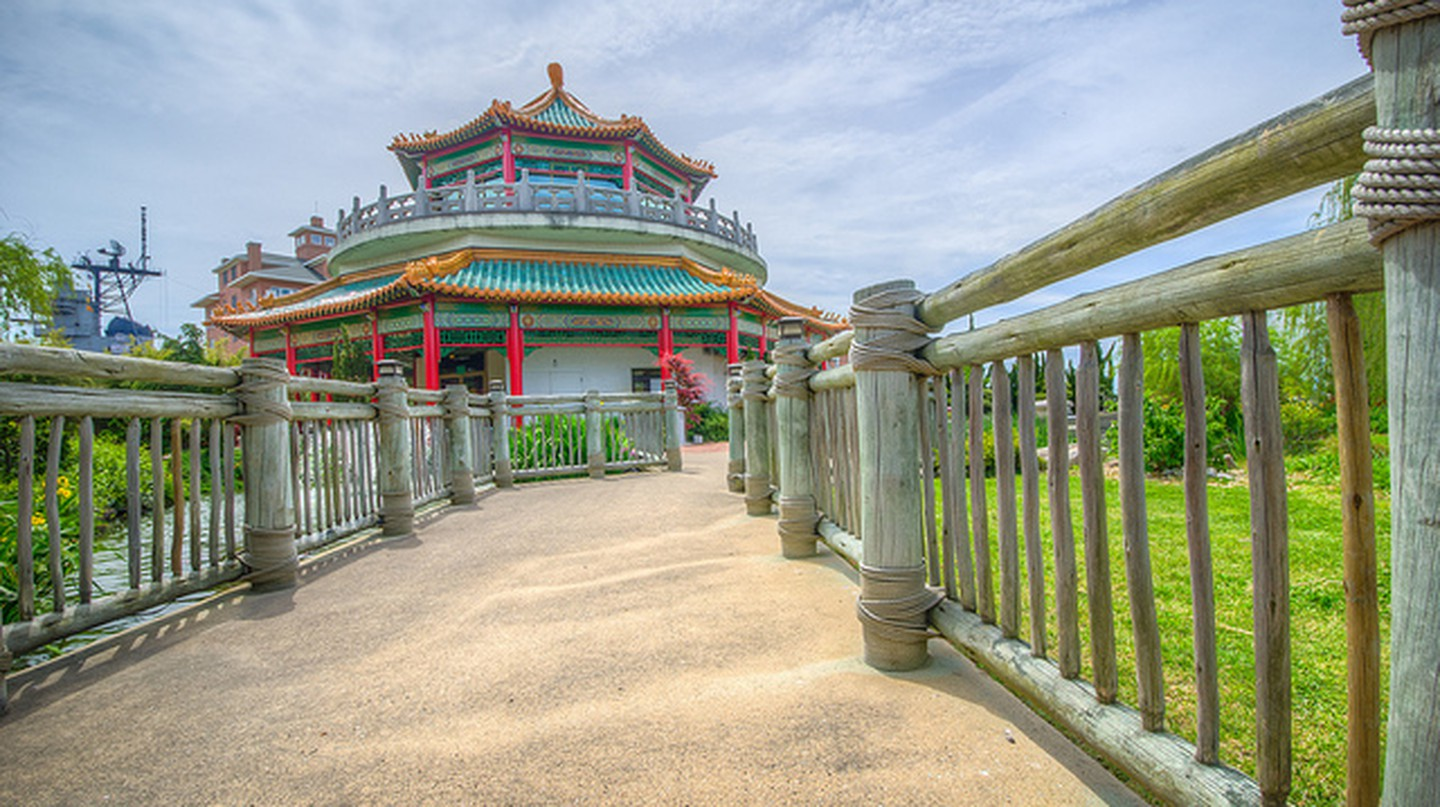 Pagoda at Norfolk Oriental Gardens © m01229/Flickr