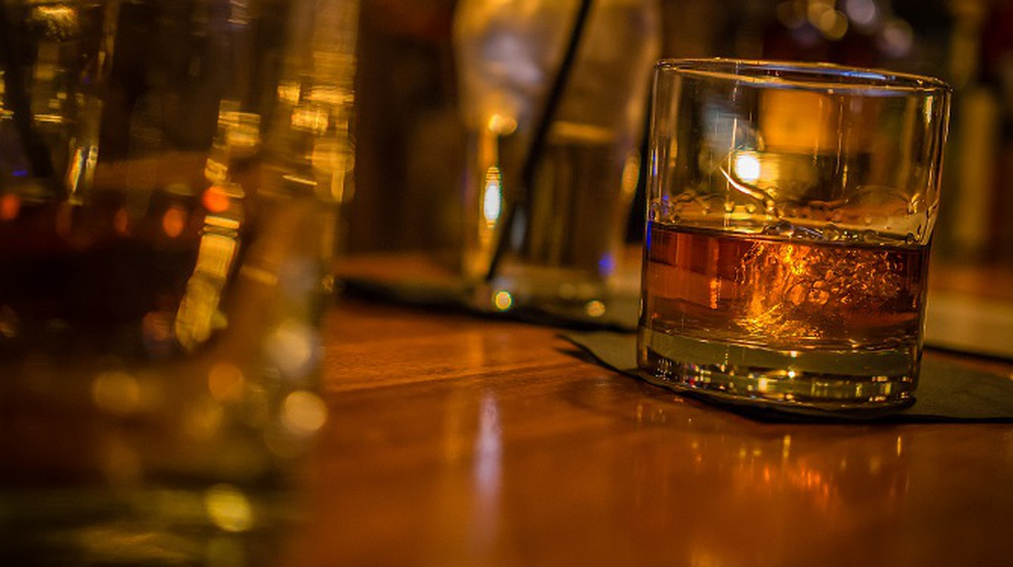 A glass of bourbon | ©ctj71081/Flickr