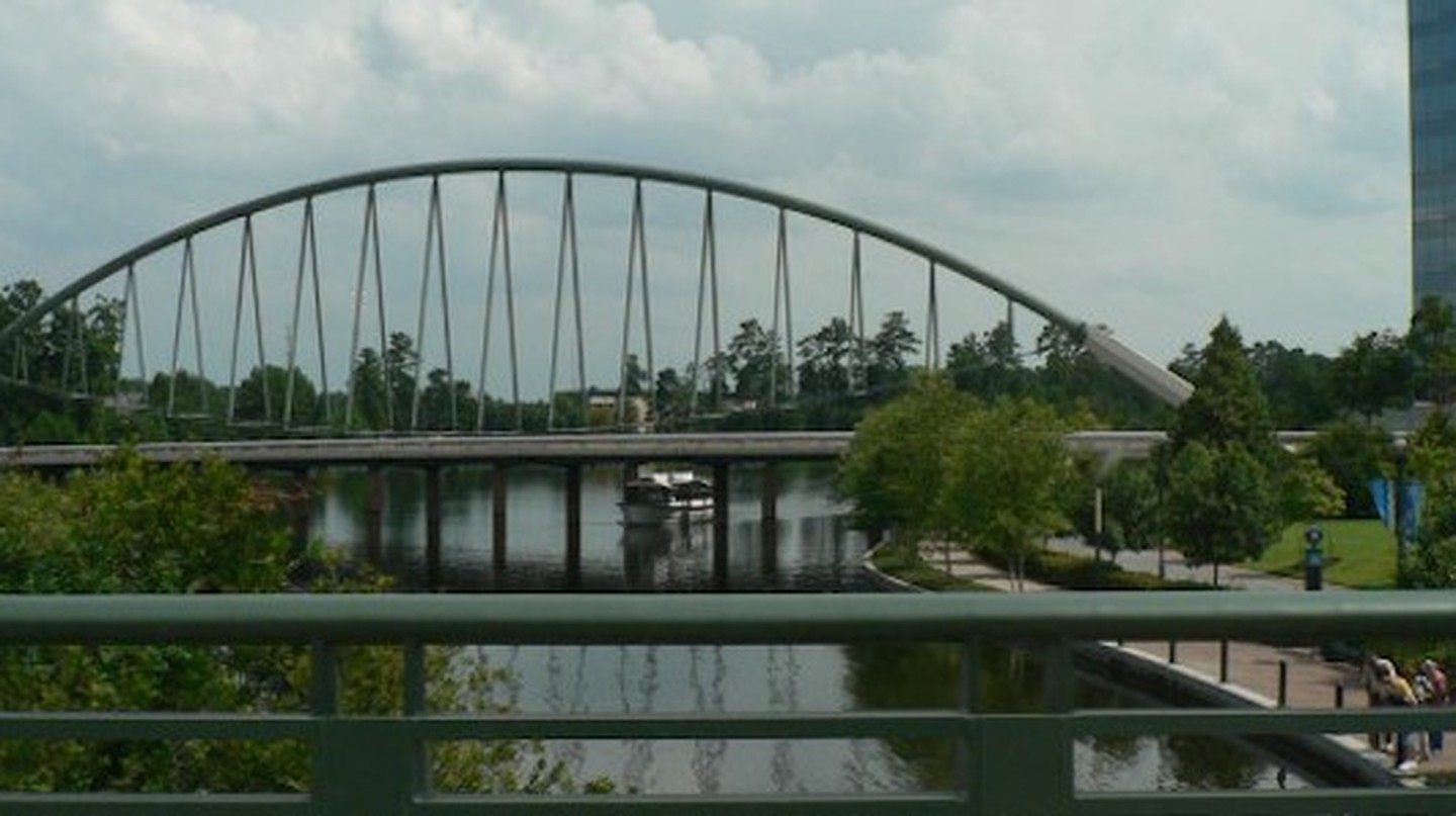 The Woodlands Waterway Bridge | © Rick Kimpel/Flickr