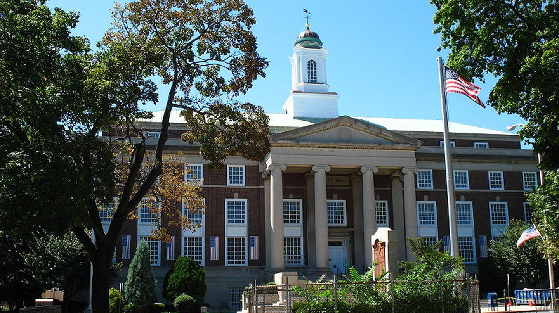 Elizabeth City Hall | Ⓒ Dagrecco1982/WikiCommons