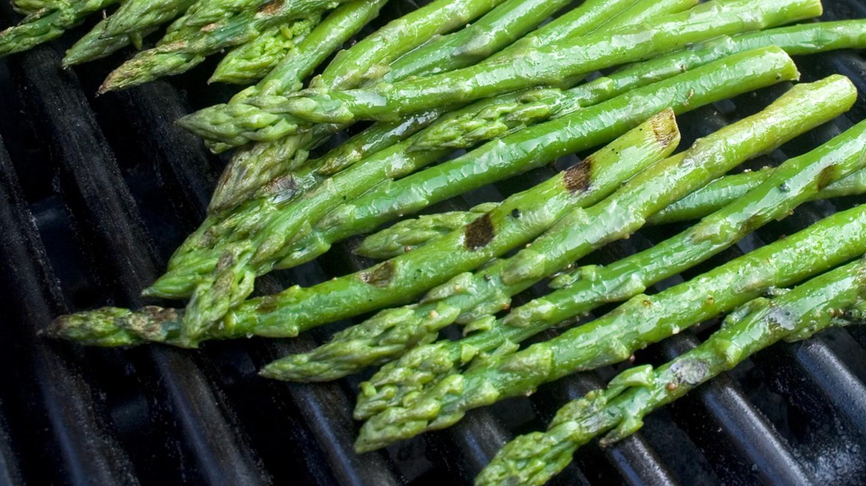 Lightly grilled asparagus | © woodleywonderworks/Flickr