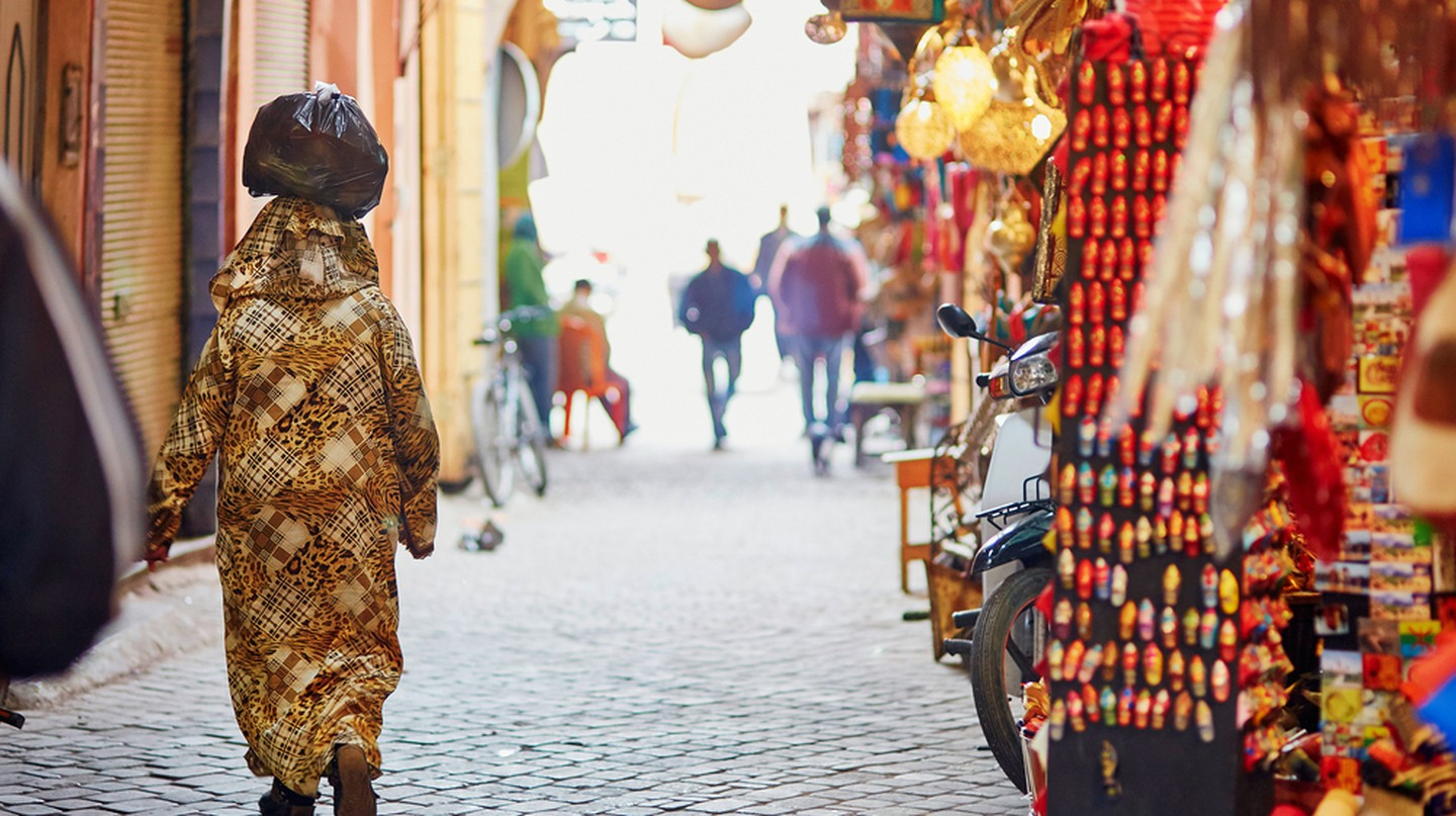 Walk some the most famous Moroccan market (souk) in Marrakech, Morocco © Ekaterina Pokrovsky / Shutterstock