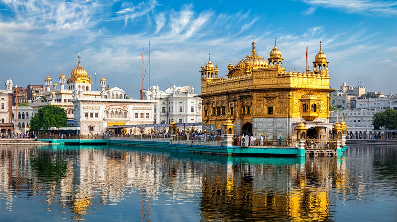 Sikh gurdwara Golden Temple (Harmandir Sahib). Amritsar, Punjab, India ©f9photos / Shutterstock