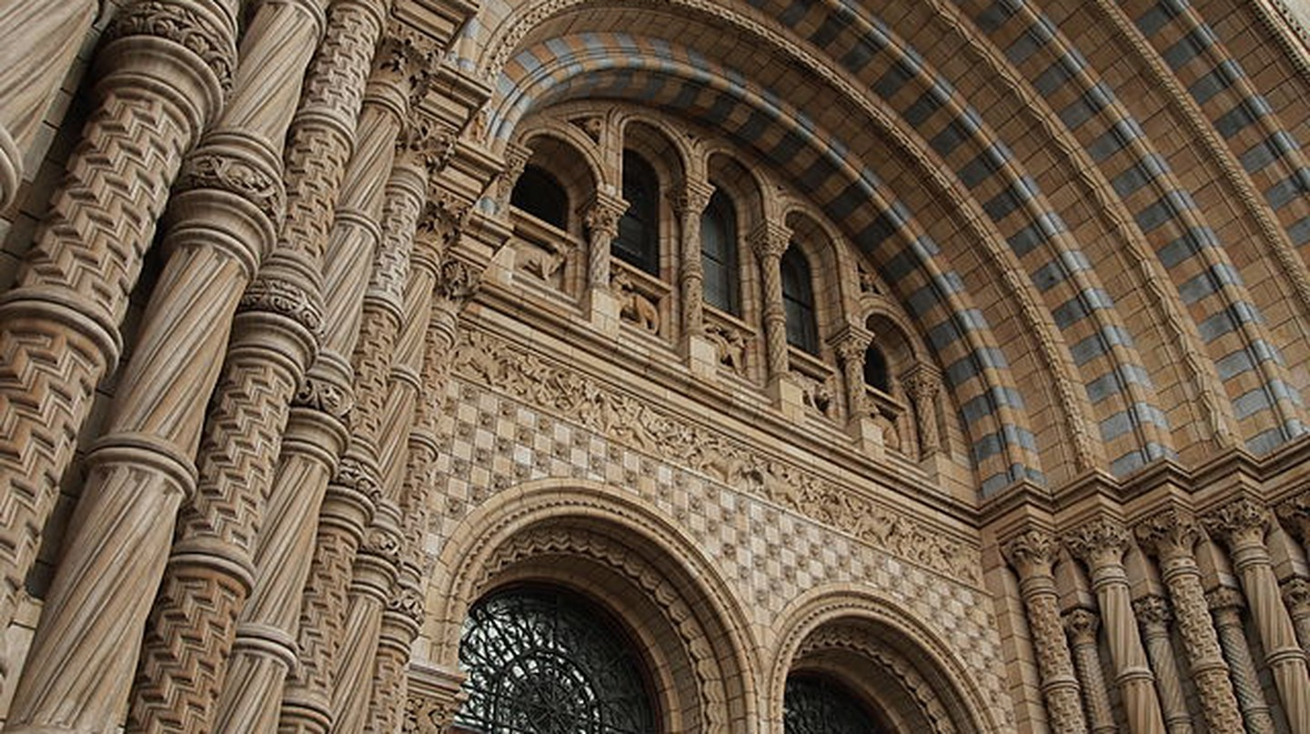 Entrance to the Natural History Museum © Norppa/WikiCommons