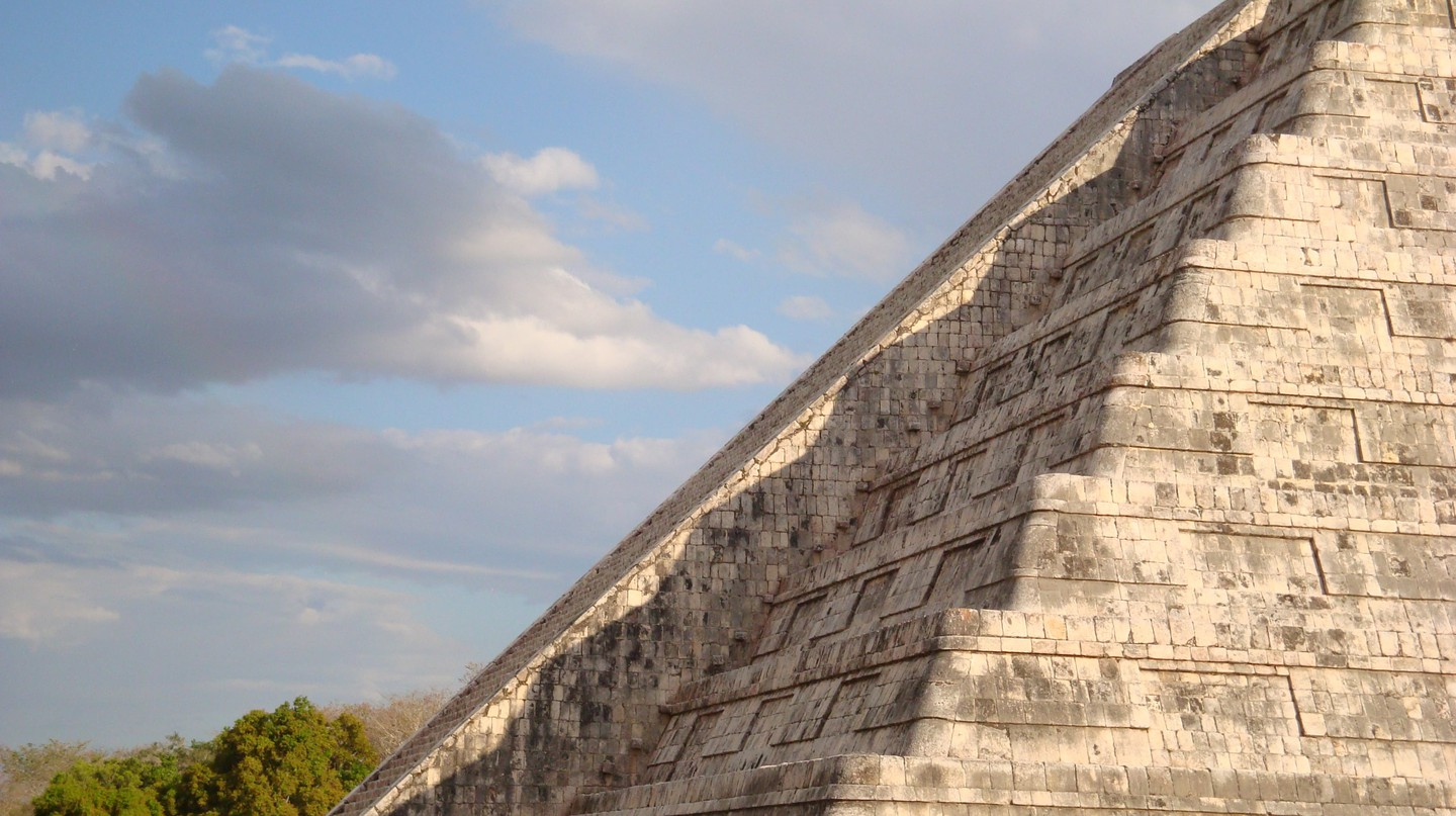 The serpent effect observed on the Kukulkan pyramid during the 2009 spring equinox | © ATSZ56 / WikiCommons