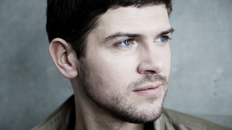 Komische Oper Berlin: In Conversation With Star Baritone Dominik Köninger