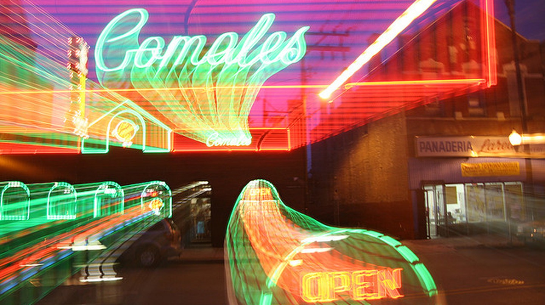 Sign in front of Los Comales l © Senor Codo/Flickr
