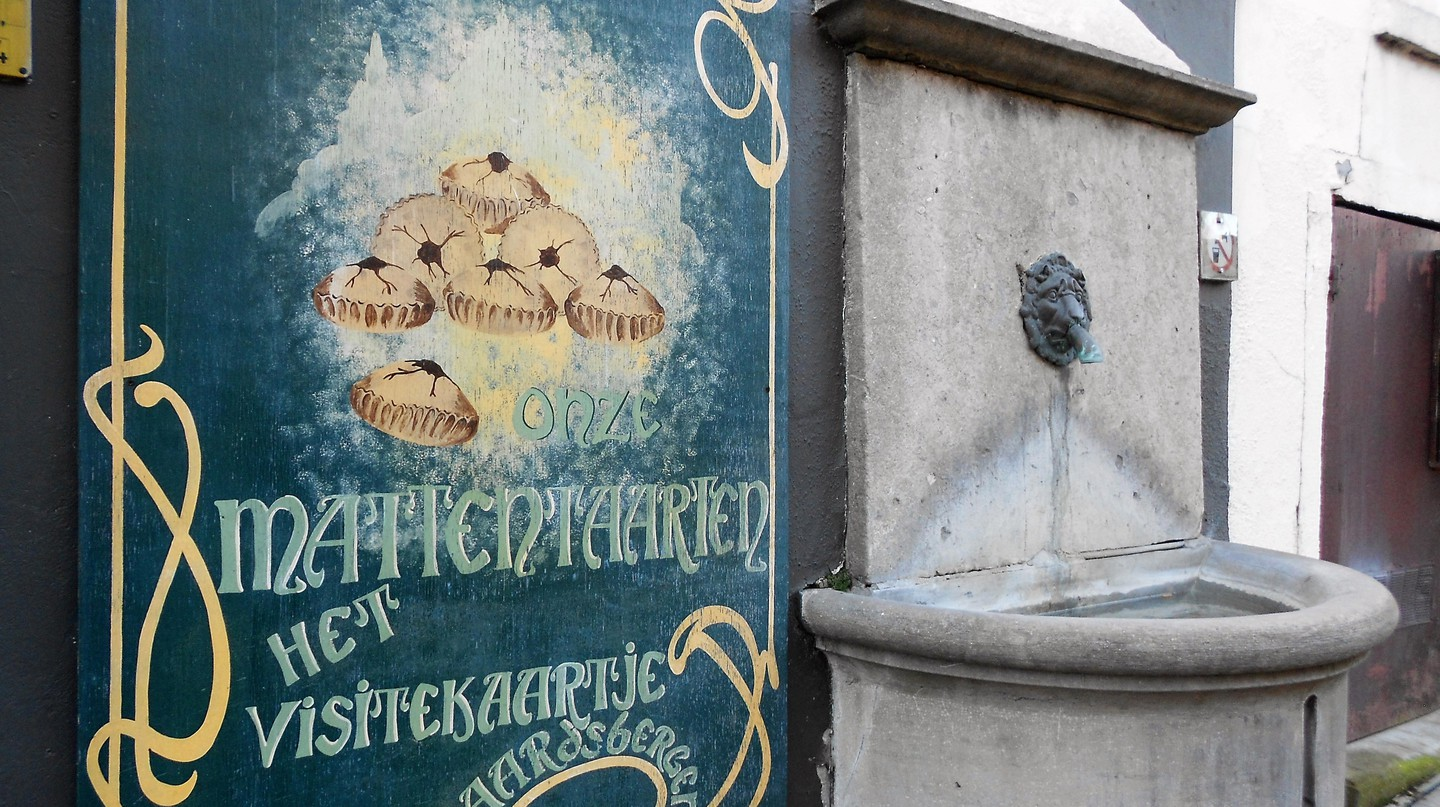 A sign in Geraardsbergen, near the main square