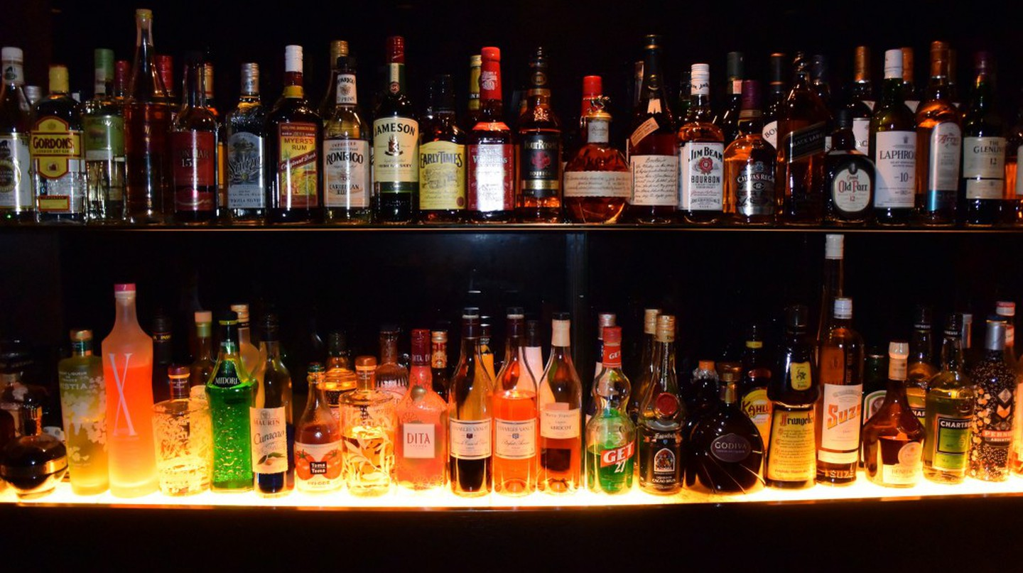 A variety of booze | © Özgür Cam/Flickr