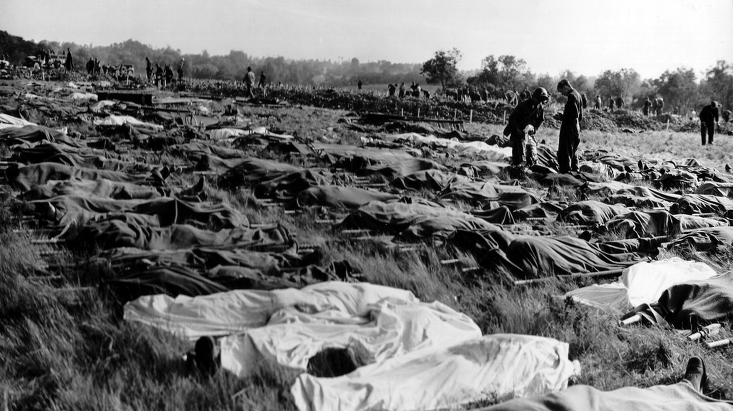 A field of the dead in Normandy, by Robert Capa | © PhotosNormandie/Flickr