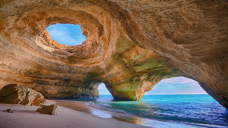 Bengali Cave, The Algarve ©wikipedia/commons/0/0c/Benagil_Cave,_Algarve.