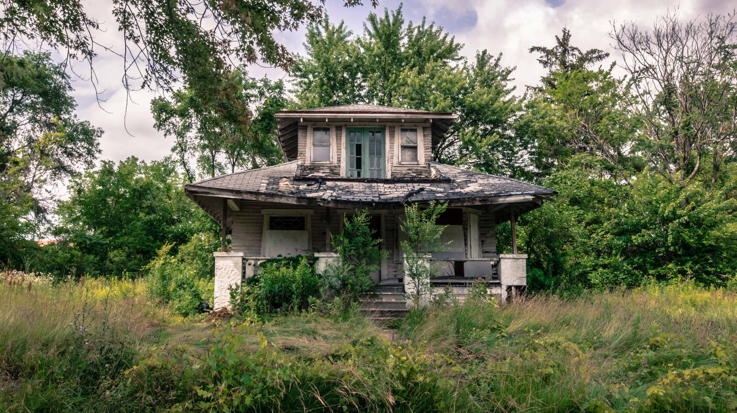 A Visual Tour Through Detroit's Historical Ruins