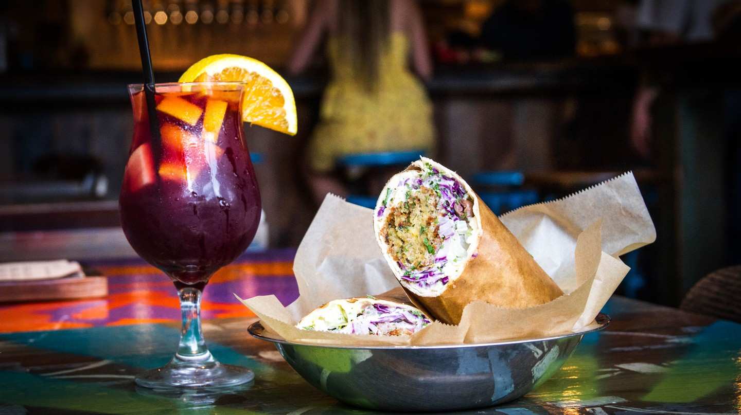 Doner Wrap and Sangria | © Spitz