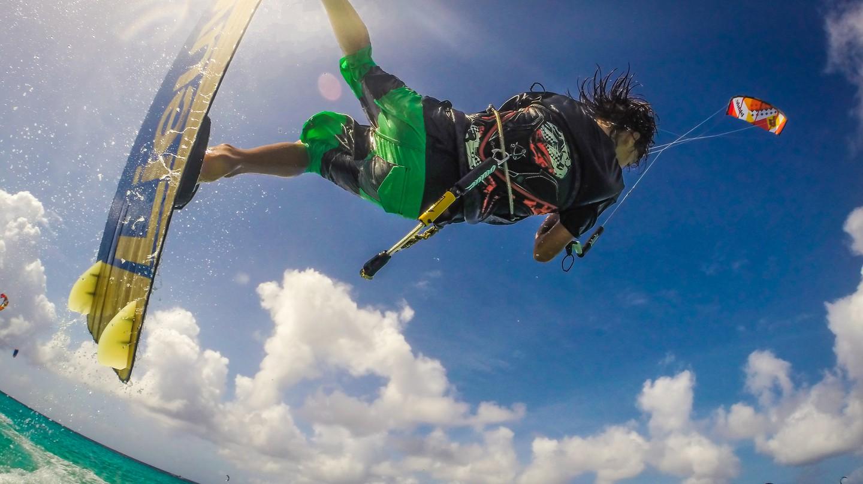 Kiteboarding | Courtesy of Jan Wachtmeester | www.wesharebonaire.com