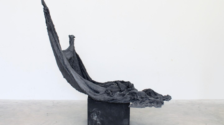 Drapage #3 – 2014 Hydrostone, black iron oxide, burlap 120 x 140 x 60 cm © A.L.Mein | Courtesy of Alexandra Leyre Mein