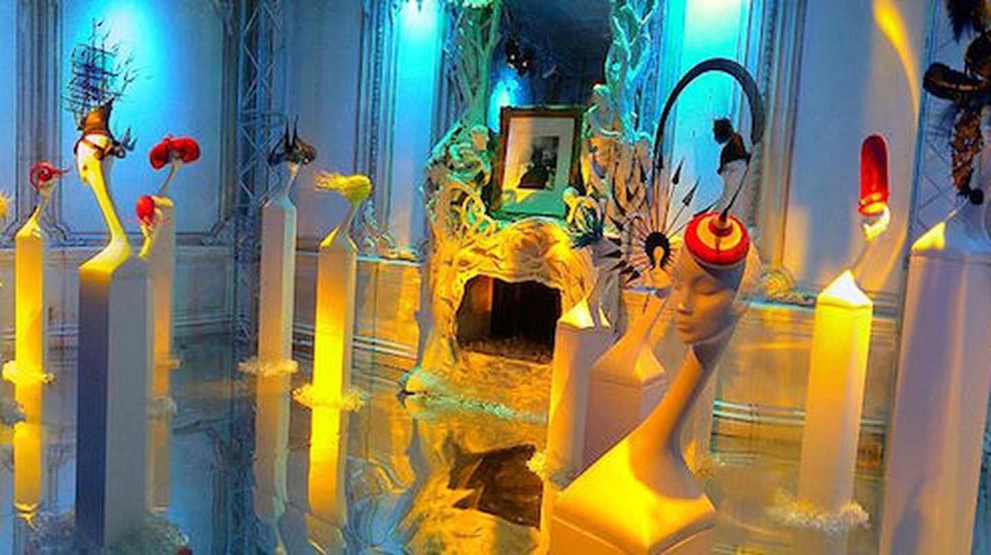 Philip Treacy's exhibition 'Hats in the 21st century' | © Bff/WikiCommons