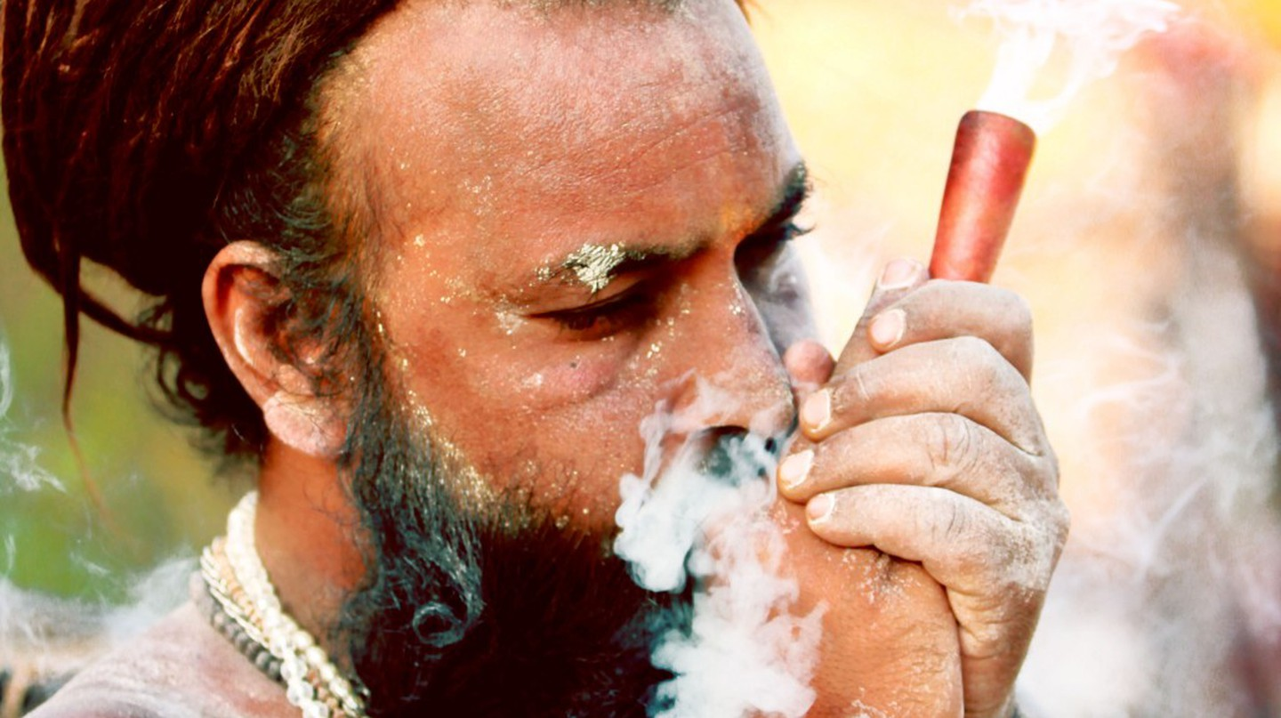 Baba smoking Marijuana using Chillum | © Four Blissful Feet