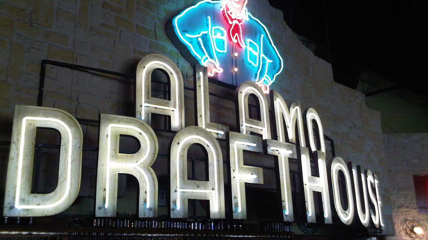 Alamo Drafthouse | © eng1ne/Flickr