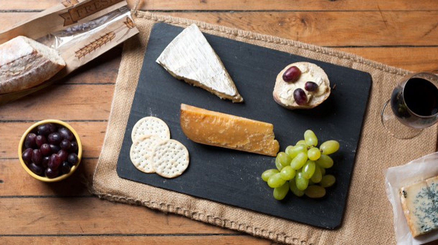 Wine & Cheese Platter | © Jordan Johnson/Flickr