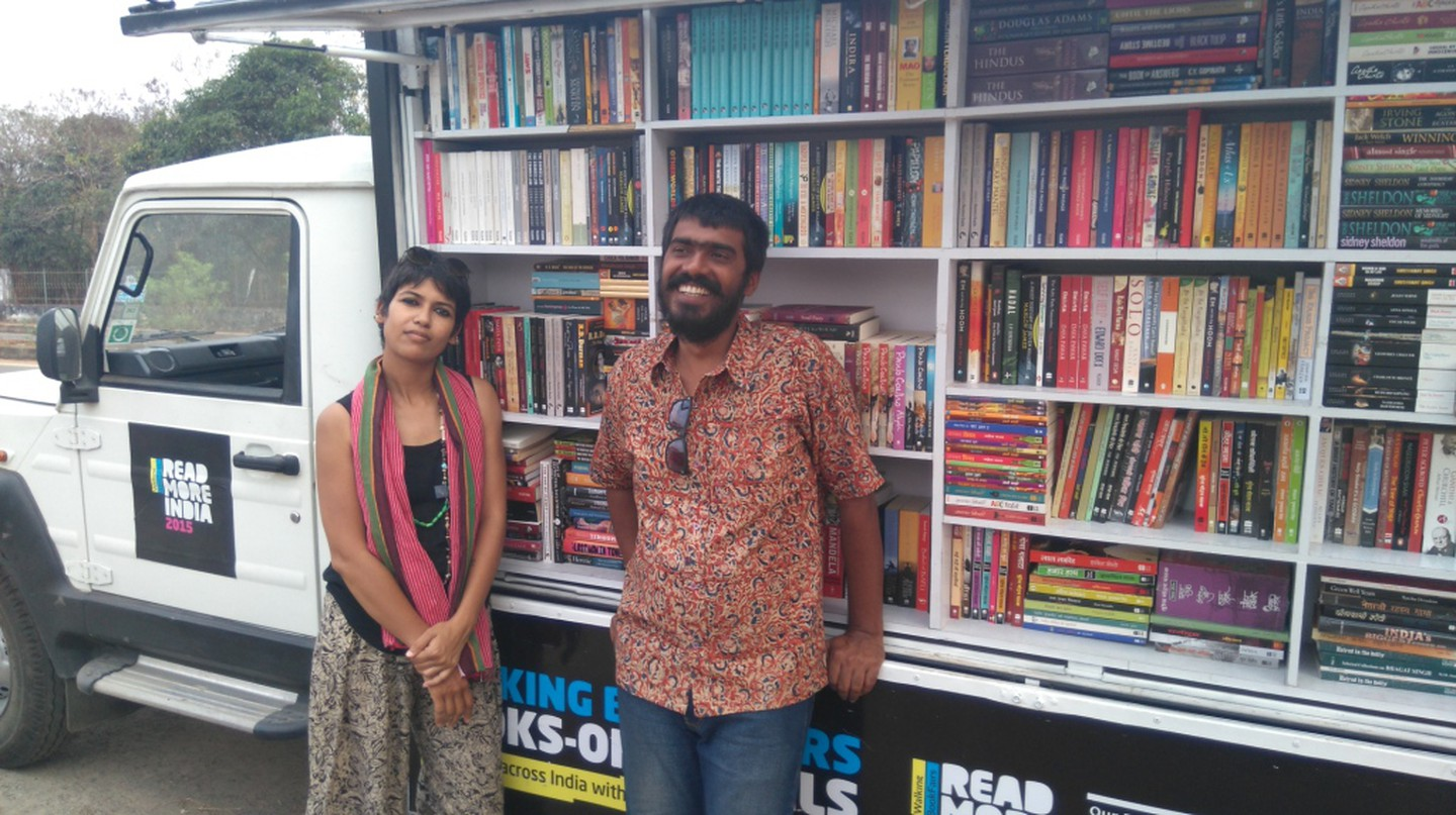 (L to R) Shatabdi and Akshaya; the people behind the walking bookshop | © Prabuddha Jagadeb