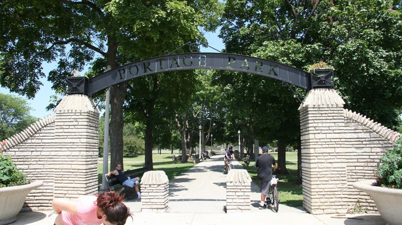 Entrance to Portage Park   © Orestek/Wikicommons