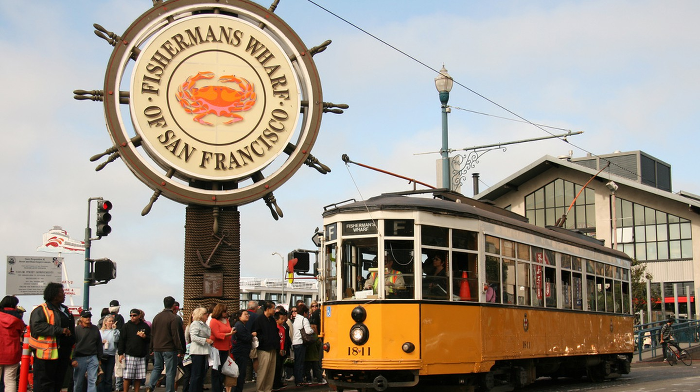 Fisherman's Wharf & F Line © Mike Roqué/Flickr