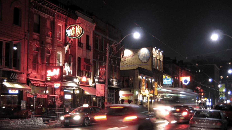 King Street West in the Entertainment District   © John Vetterli/Wikicommons
