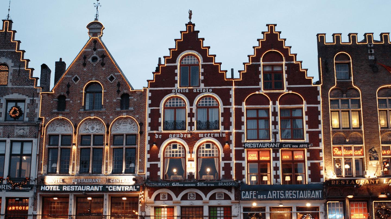 Grote Markt Restaurants by Night, Bruges |Richard Barrett-Small/Flickr