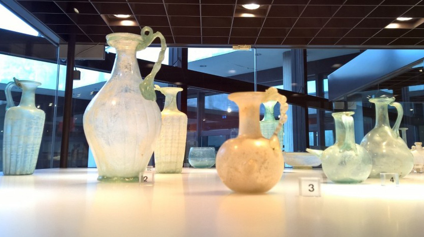Roman glass, Roman-Germanic Museum, Cologne | © Robert Hugill