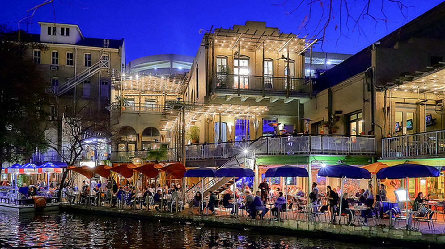 The History Of The San Antonio River Walk In 1 Minute